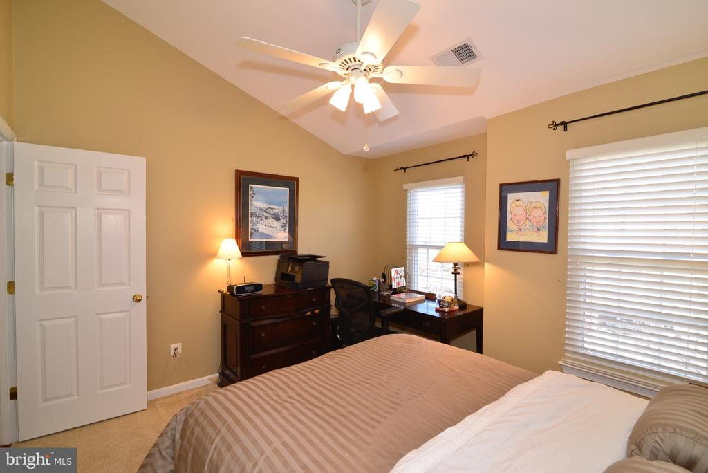 Second upper level bedroom with vaulted ceiling - 12171 TRYTON WAY, RESTON