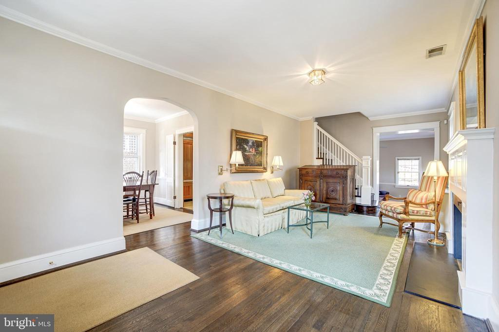 Formal living room opens to  family room - 115 W MAPLE ST, ALEXANDRIA