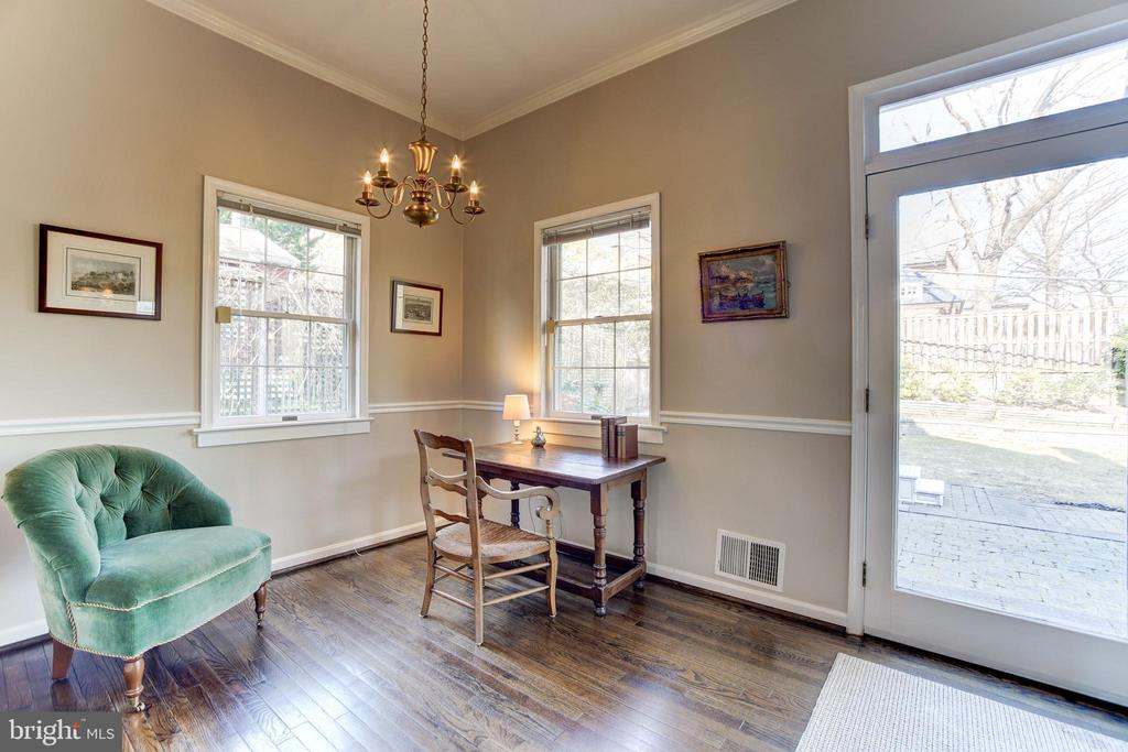 Easy access from Study or family room to yard - 115 W MAPLE ST, ALEXANDRIA