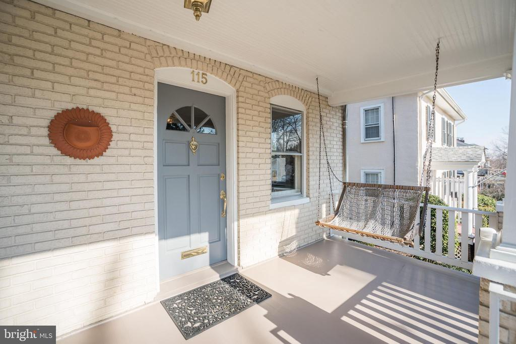 Welcoming front porch swing - 115 W MAPLE ST, ALEXANDRIA