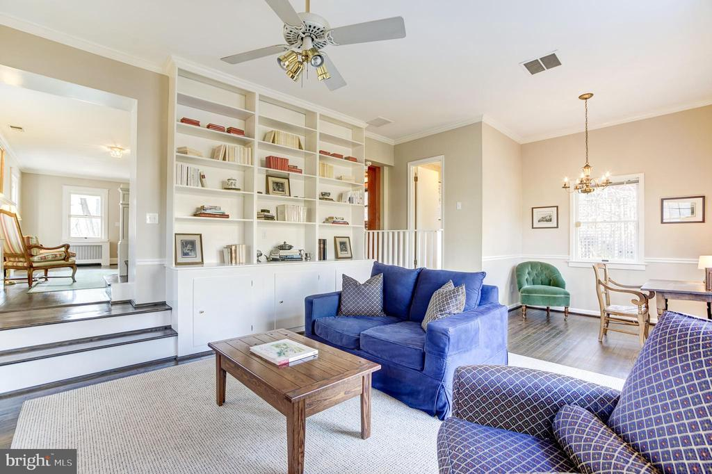 Large family room with high ceilings and builtins - 115 W MAPLE ST, ALEXANDRIA