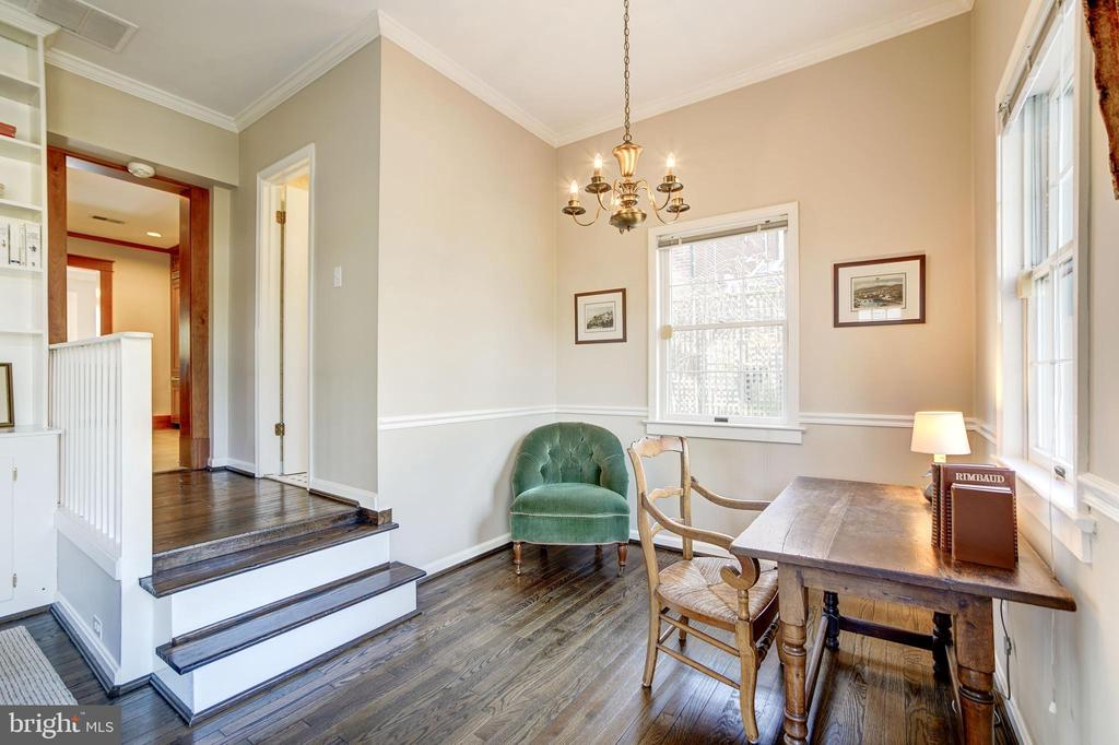 Separate study or dining area off kitchen and  FR - 115 W MAPLE ST, ALEXANDRIA