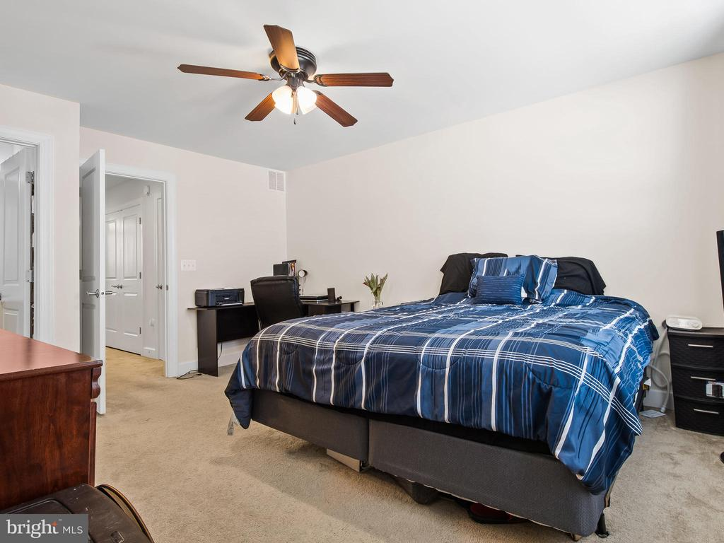 Roomy Master with Ceiling Fan - 10662 VIEWMONT LN, MANASSAS