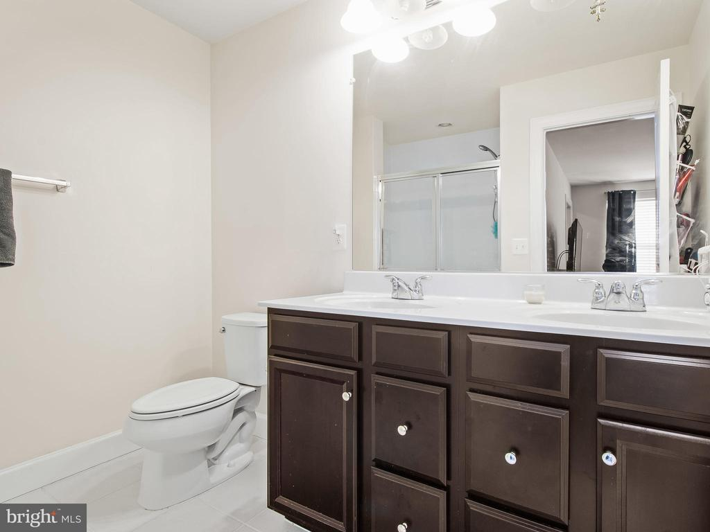Master Bath with Double Sinks - 10662 VIEWMONT LN, MANASSAS