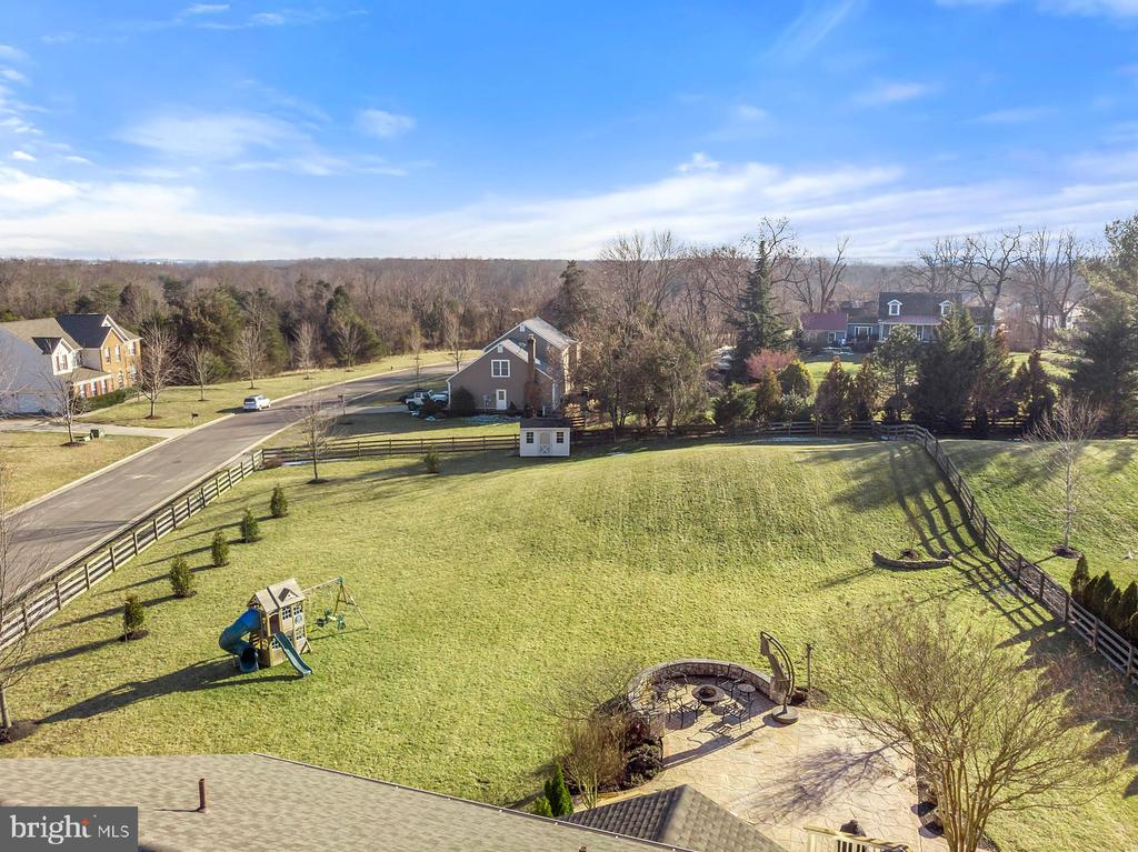 Stunning property all fenced in - 25955 MCCOY CT, CHANTILLY