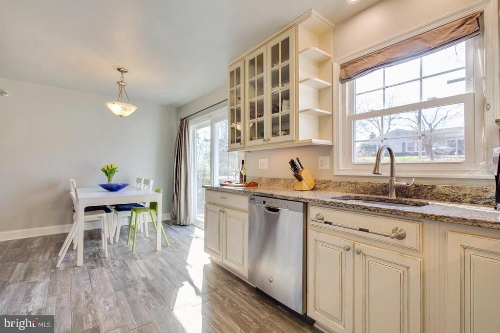Tile flooring in kitchen - 4314 MARKWOOD LN, FAIRFAX