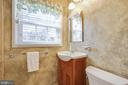 Main level full bathroom - 4314 MARKWOOD LN, FAIRFAX