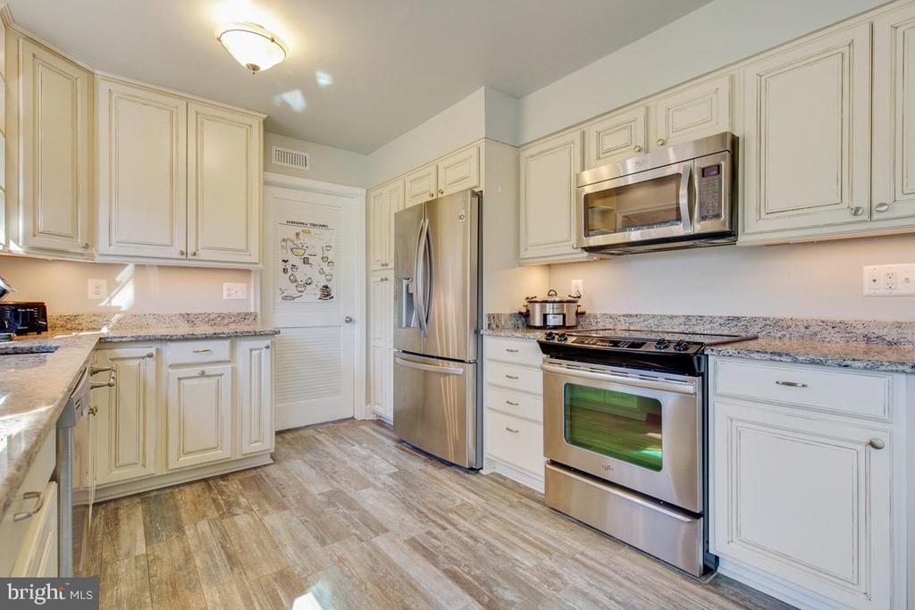 Stunning cabinets - 4314 MARKWOOD LN, FAIRFAX