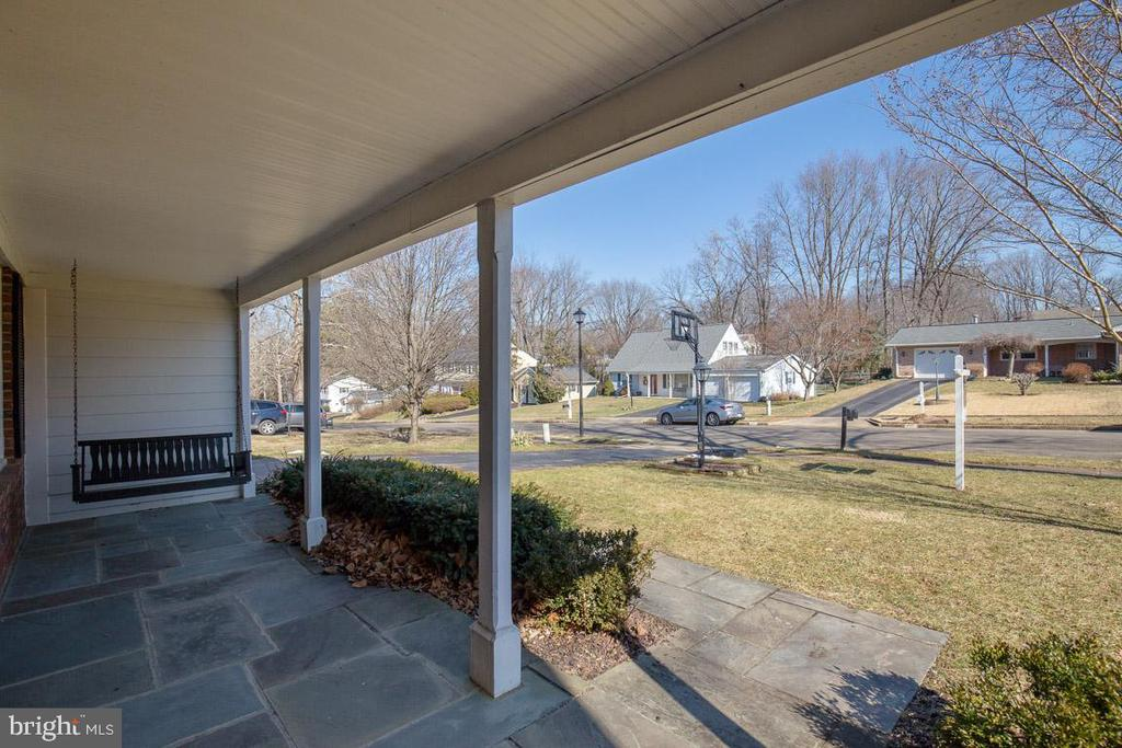 Slate front porch - 4314 MARKWOOD LN, FAIRFAX