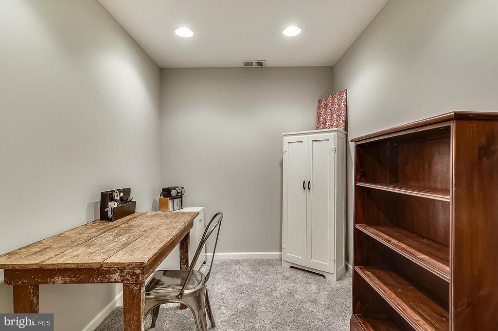 perfect den for guest space - 4992 BREEZE WAY, DUMFRIES