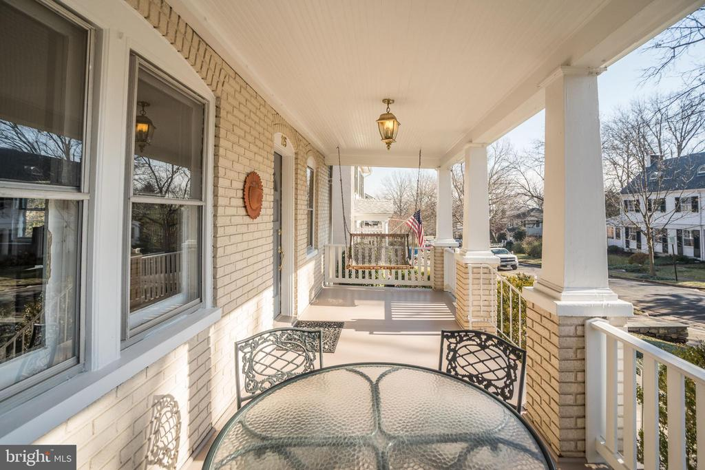 Stop by for a chat! Friendly neighbors! - 115 W MAPLE ST, ALEXANDRIA