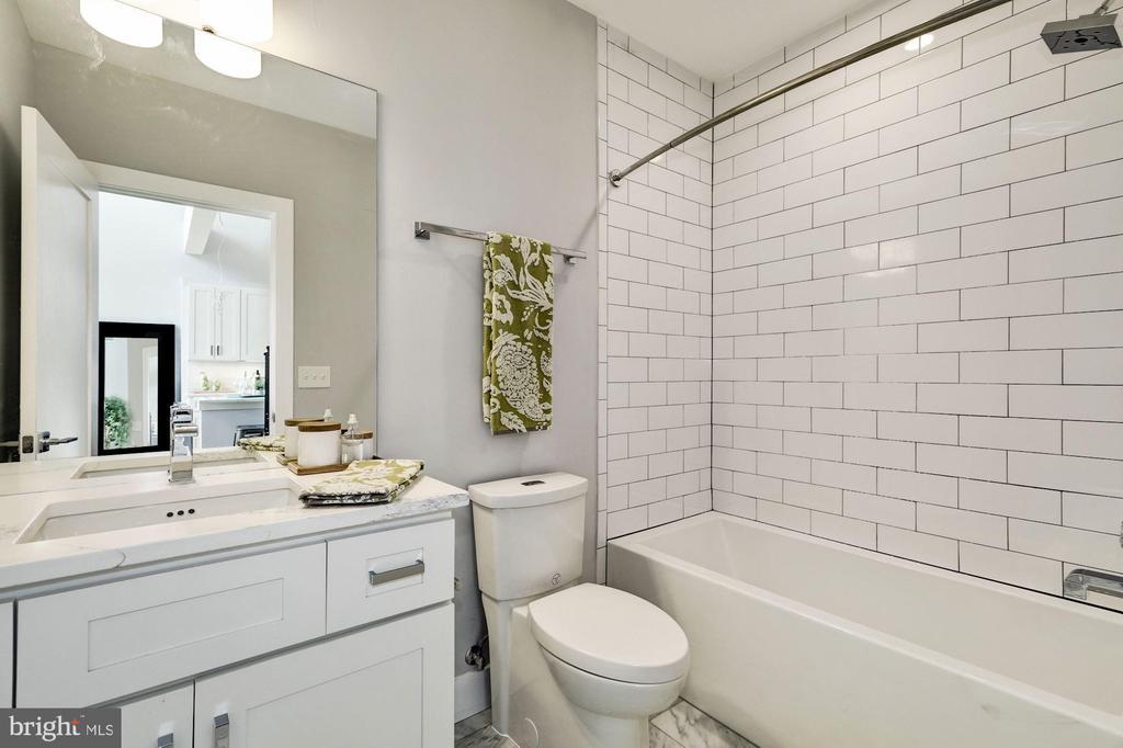 2nd full bath - 1512 K ST SE #6, WASHINGTON