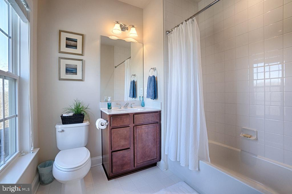 private bath. - 39859 CHARLES HENRY PL, WATERFORD