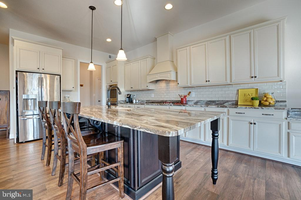 Gourmet kitchen with 8' island. - 39859 CHARLES HENRY PL, WATERFORD