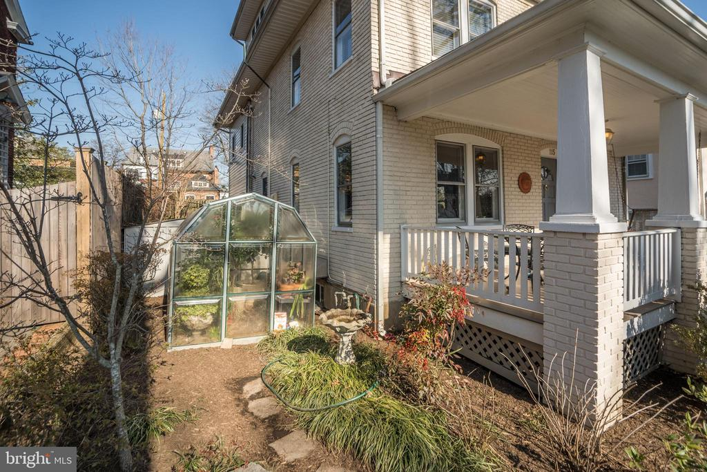 Grow your herbs and flowers  in the Greenhouse - 115 W MAPLE ST, ALEXANDRIA