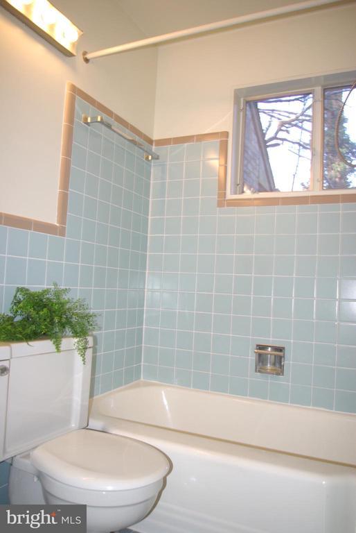 Main level Bathroom - 7604 GLENNON DR, BETHESDA