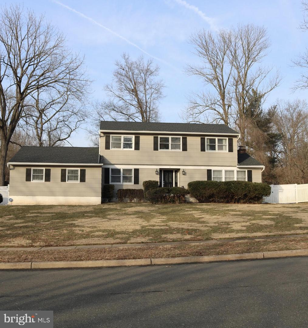 Single Family Home for Sale at 4 WILLIS DR #4 Ewing Township, New Jersey 08560 United StatesMunicipality: Ewing Township