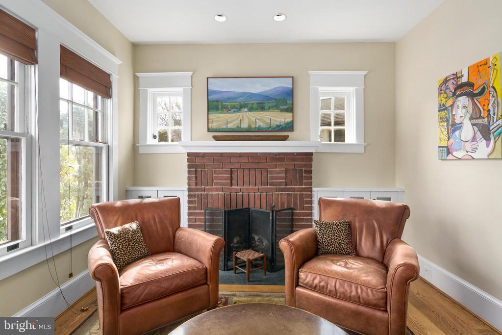 Fireplace and built-ins - 1714 N CALVERT ST, ARLINGTON
