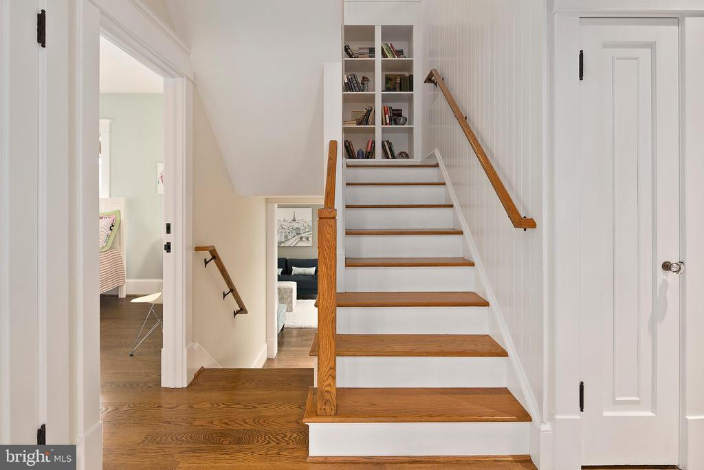 Staircase with built-in bookcase - 1714 N CALVERT ST, ARLINGTON