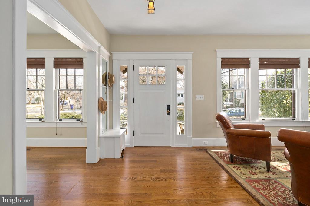 Entry foyer - note the new quarter sawn oak floors - 1714 N CALVERT ST, ARLINGTON