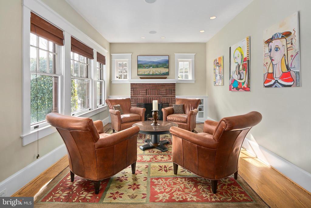 Living Room - 1714 N CALVERT ST, ARLINGTON