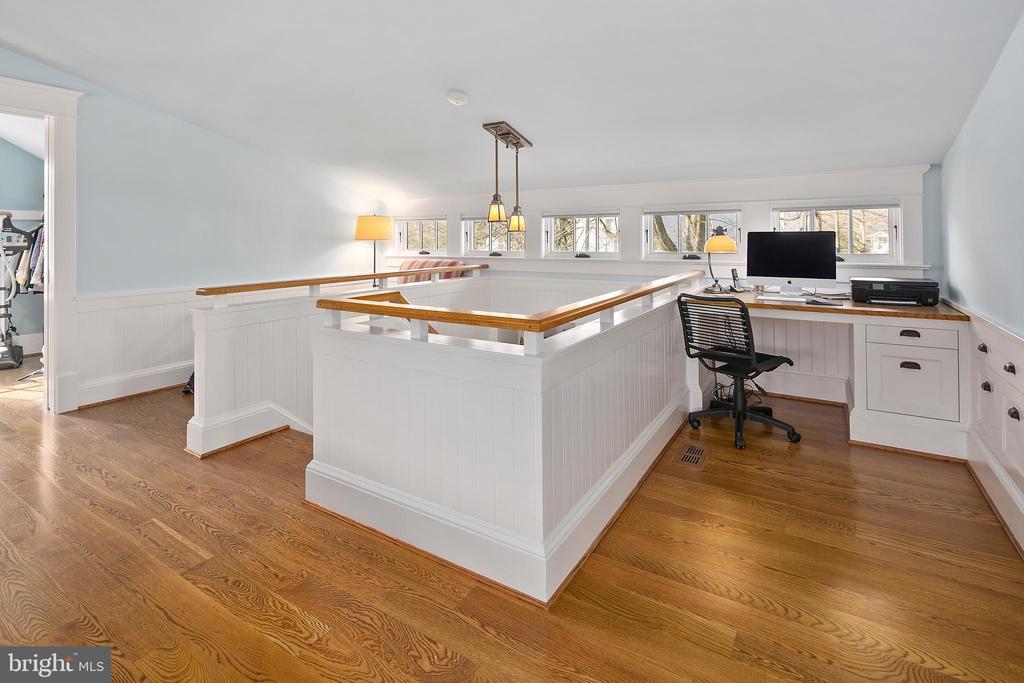 Built-in desk, as well as built-in storage - 1714 N CALVERT ST, ARLINGTON