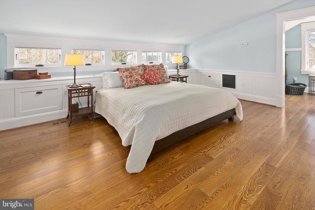 Owner's suite in the treetops - 1714 N CALVERT ST, ARLINGTON