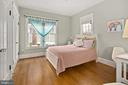 Main level bedroom with two closets with built-ins - 1714 N CALVERT ST, ARLINGTON