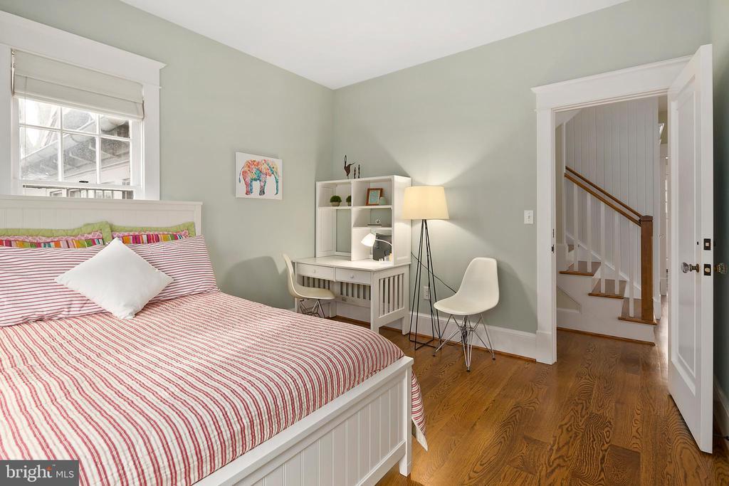 Main level bedroom - 1714 N CALVERT ST, ARLINGTON