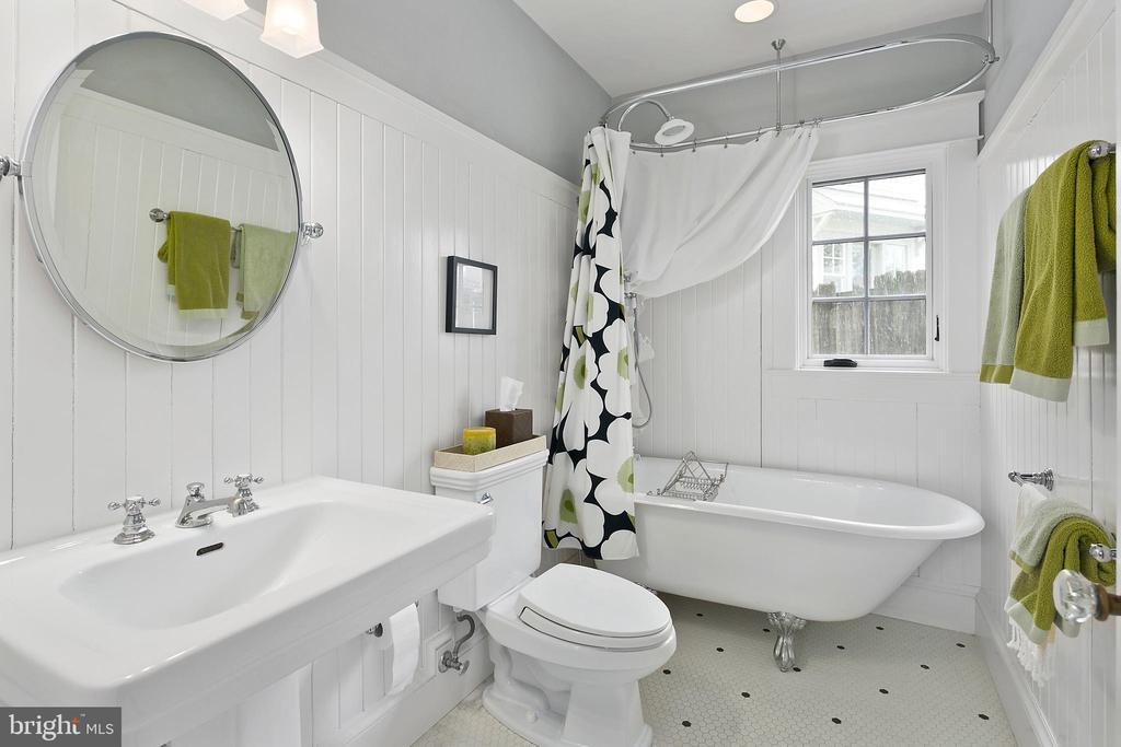Clawfoot tub, - 1714 N CALVERT ST, ARLINGTON