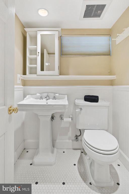 Lower level full bathroom - 1714 N CALVERT ST, ARLINGTON