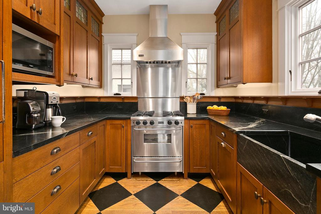 Gourmet Kitchen - 1714 N CALVERT ST, ARLINGTON