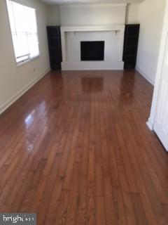 Wood burning fireplace in family room! - 10273 WINDGATE CT, MANASSAS