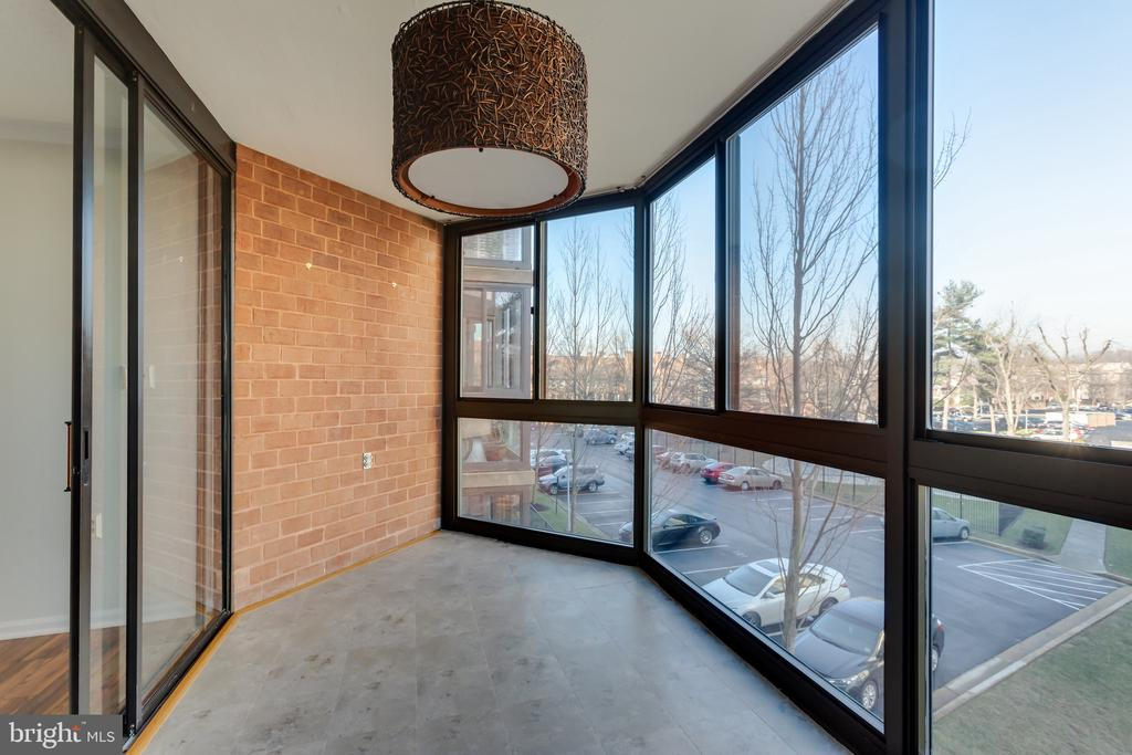 Beautiful views when trees are in bloom - 1001 N RANDOLPH ST #323, ARLINGTON