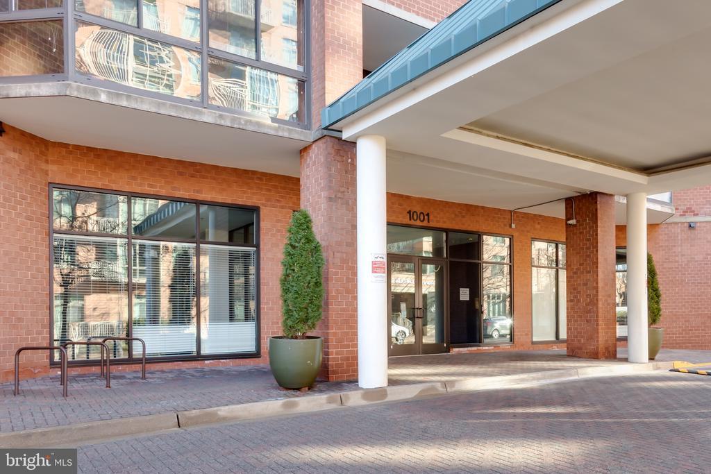 Main Entrance - 1001 N RANDOLPH ST #323, ARLINGTON
