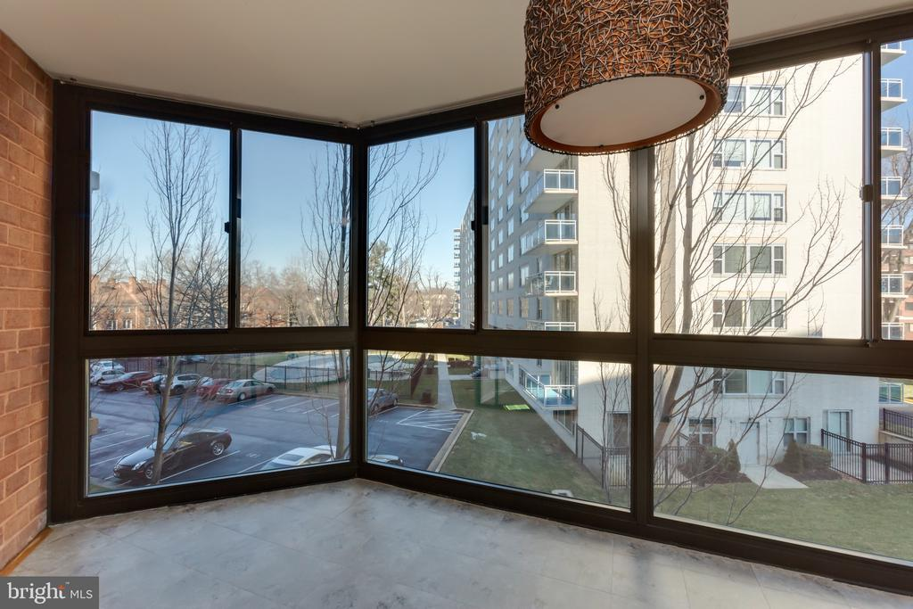 Quiet side of the building - 1001 N RANDOLPH ST #323, ARLINGTON