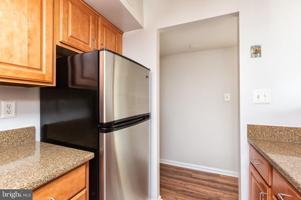 Upgraded granite counter tops - 1001 N RANDOLPH ST #323, ARLINGTON