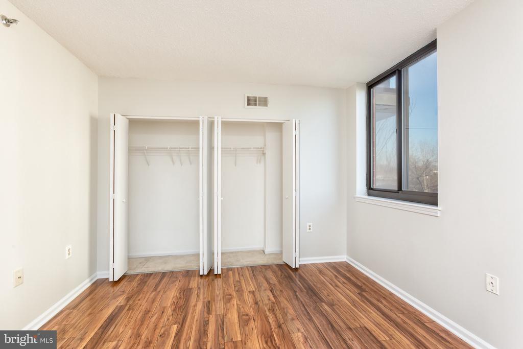 Large closets! - 1001 N RANDOLPH ST #323, ARLINGTON