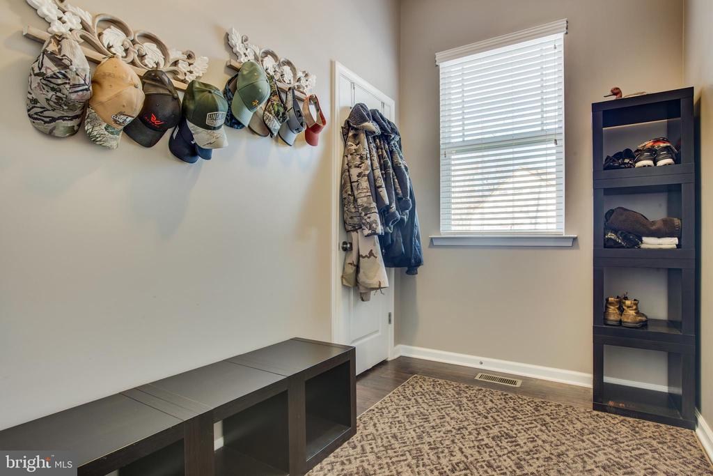 Mud room coming in from large 2 car garage. - 215 ROCK RAYMOND DR, STAFFORD