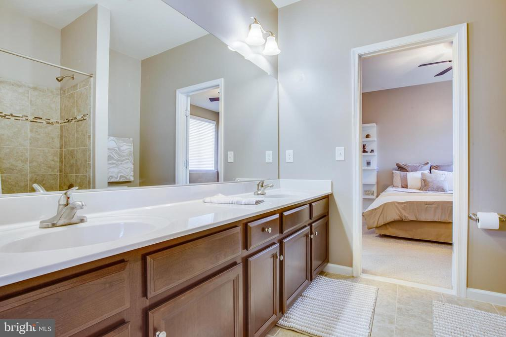Dual sinks and full tile upgrades in Jack & Jill - 215 ROCK RAYMOND DR, STAFFORD