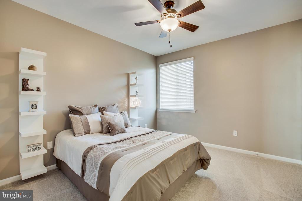 Large bedrooms with walk in closets. - 215 ROCK RAYMOND DR, STAFFORD