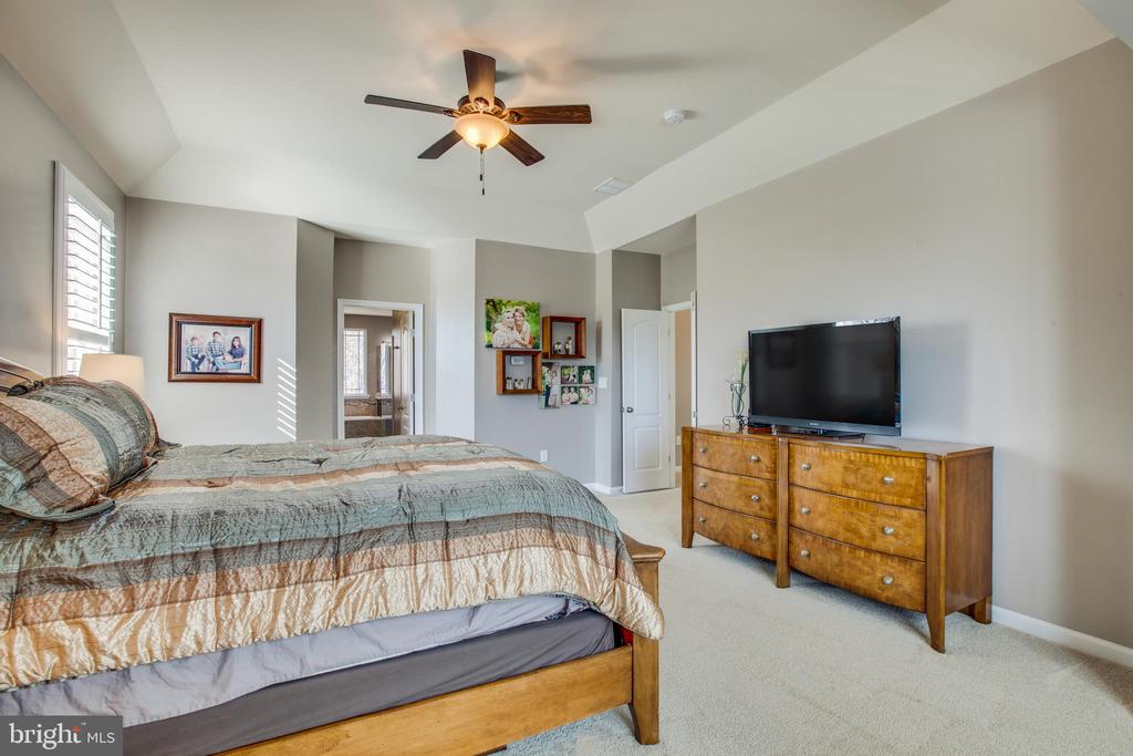 Master room can accommodate any furniture options. - 215 ROCK RAYMOND DR, STAFFORD