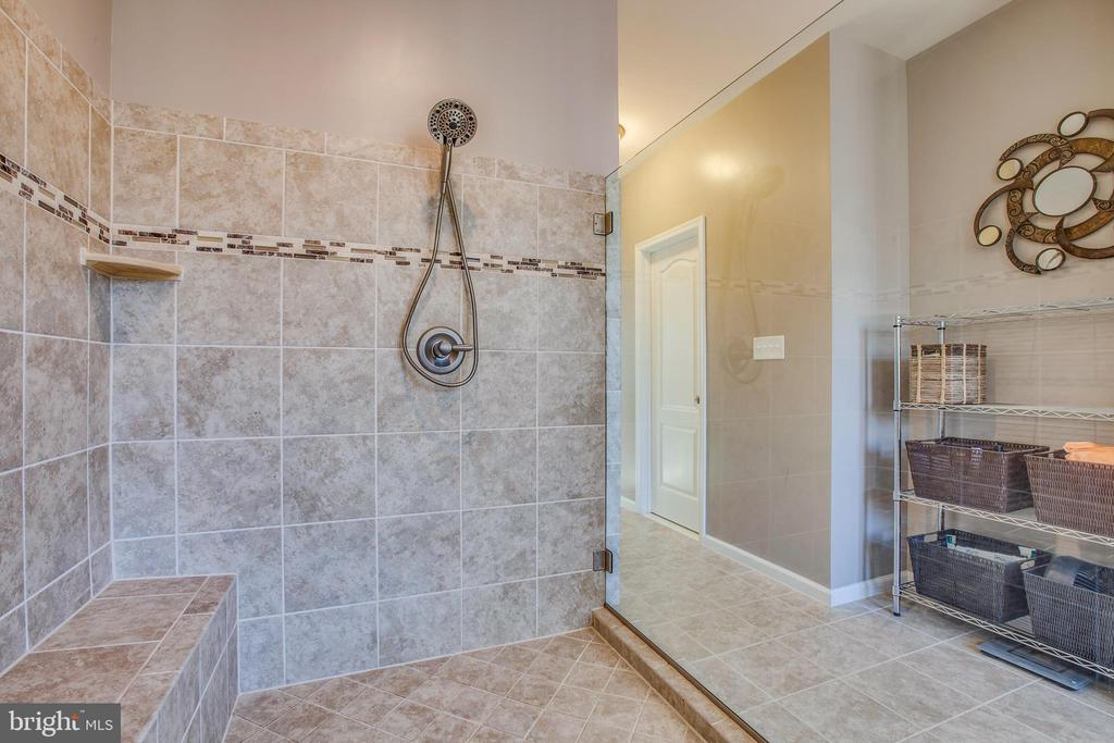 Shower is the what you've always wanted. - 215 ROCK RAYMOND DR, STAFFORD