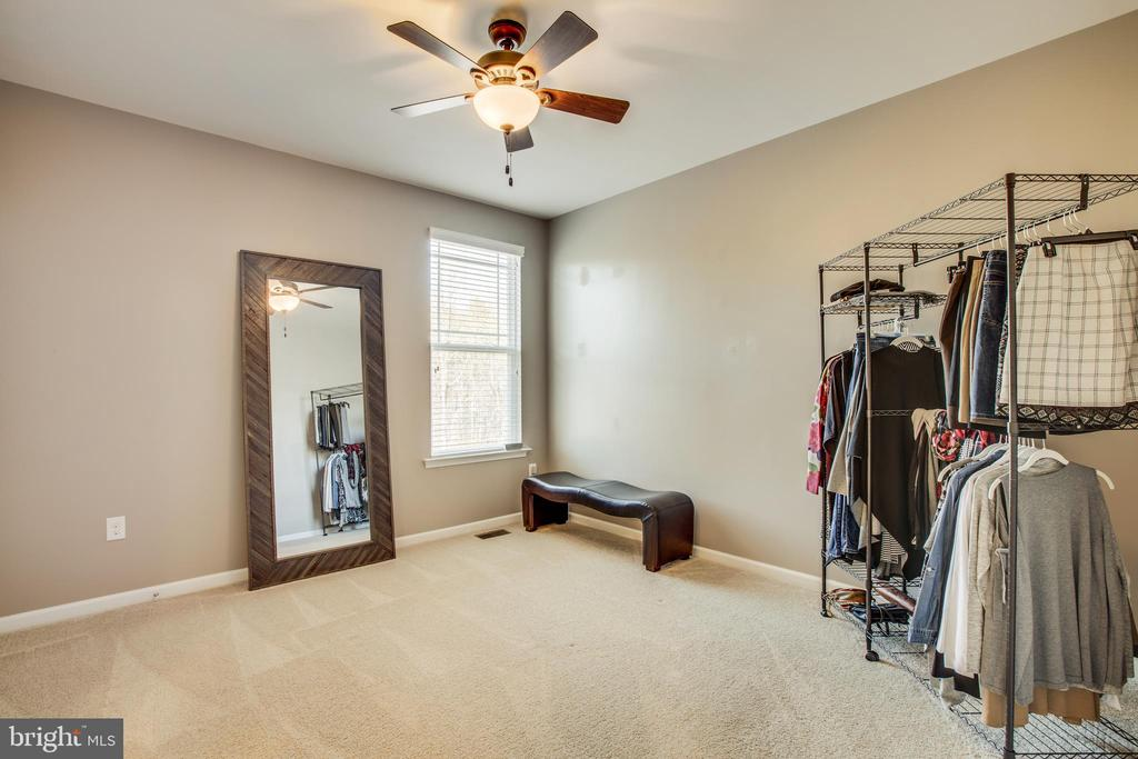 Secondary bedroom with ceiling fan WI closet. - 215 ROCK RAYMOND DR, STAFFORD