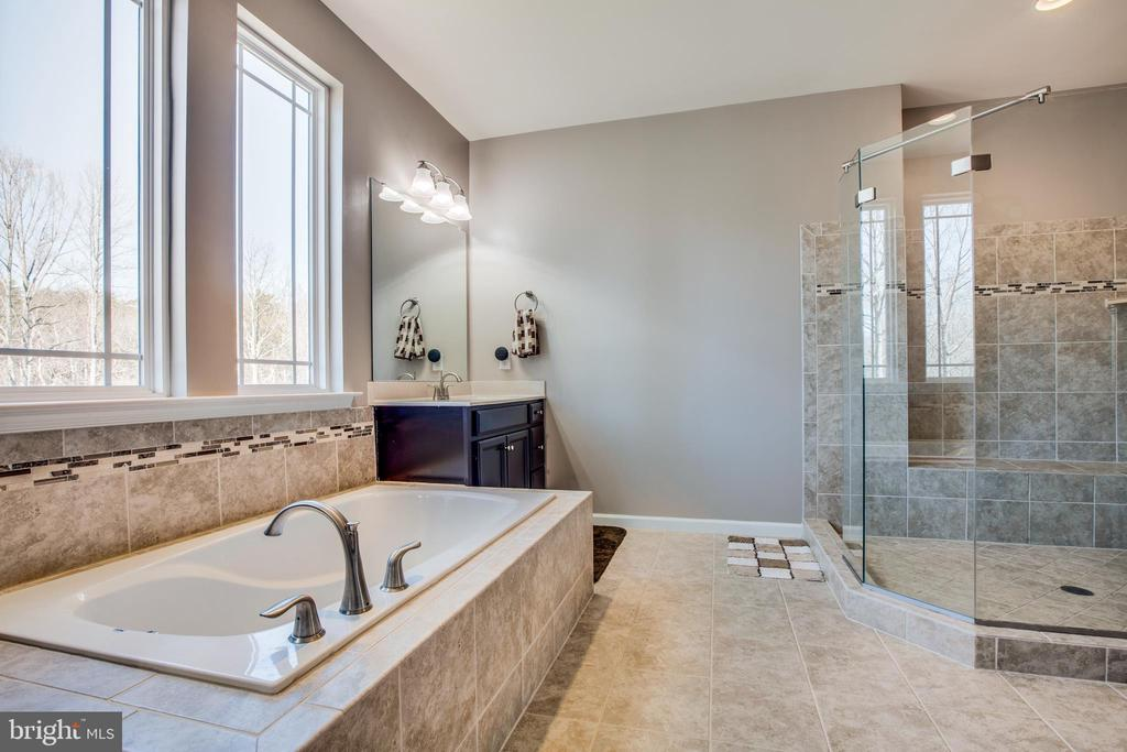 Luxuriate in your private spa! - 215 ROCK RAYMOND DR, STAFFORD
