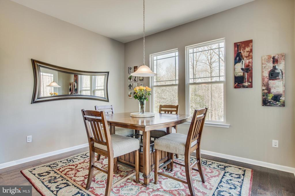 Table space in kitchen. support larger table. - 215 ROCK RAYMOND DR, STAFFORD