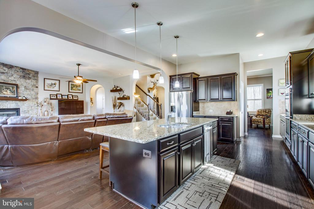 Entertaining is a snap in this open kitchen. - 215 ROCK RAYMOND DR, STAFFORD