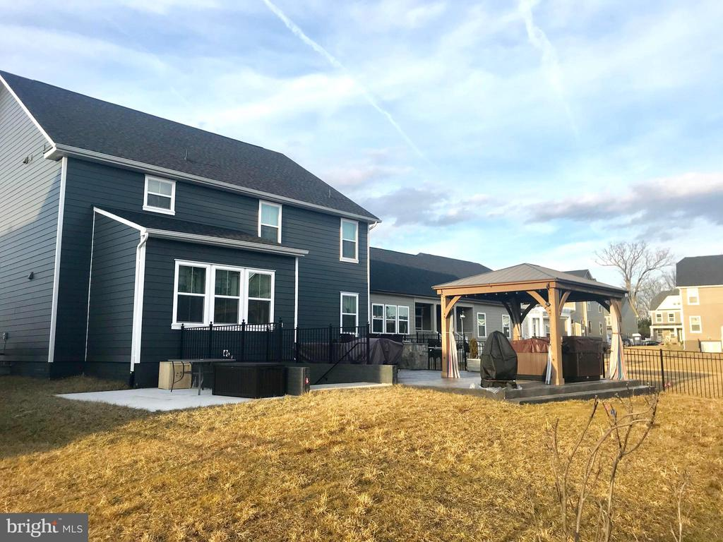 Almost level backyard, entertainer's dream! - 2565 PASSIONFLOWER CT, DUMFRIES