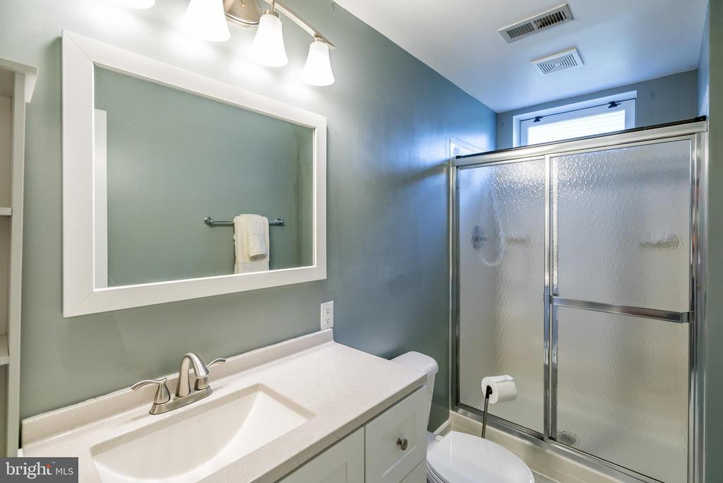 Updated Full Bathroom - 20755 CITATION DR, ASHBURN
