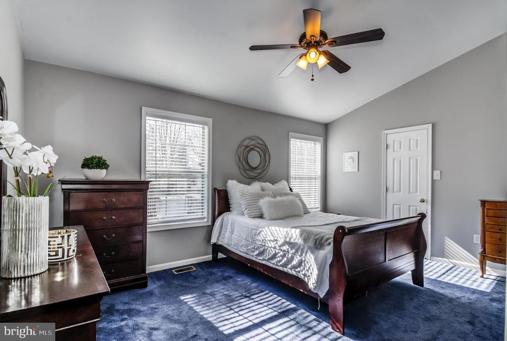 Master Suite - 5 TABER CT, STAFFORD